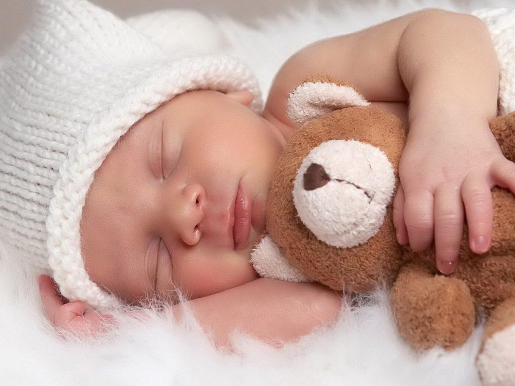 Cuánto tiempo tiene que dormir mi bebé fotografo-bebes.es